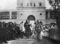 Император Николай Александрович с детьми в Спасо-Яковлевском Димитриевом монастыре