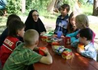 инокиня Елисавета с детьми