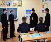 Архимандрит Силуан беседует с гимназистами Варницкой гимназии