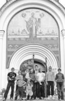 Семья Куракиных у храма
