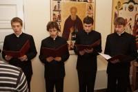 Праздничные песнопения исполняют учащиеся православной гимназии