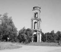 Разрушенная колокольня церкви Святой Троицы (2008 г.), фото автора.