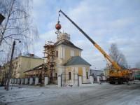 Водружение главки на Покровский храм в Ростове-Великом 2014 г.