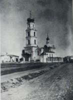 Вид с юго запада на Крестовоздвиженскую церковь. Фото конца XIX начало XX в. РФ ГАЯО Ф. фотографий № 30